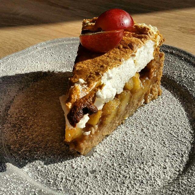 Cinnamon apples cake