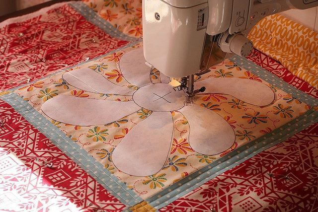 Free motion quilting using a freezer paper template. #quilting #Sew #Embellish