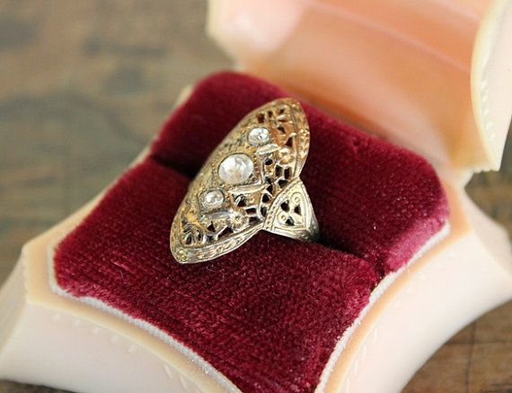 aaaahhhhhh    i have a ring just like it    beautiful