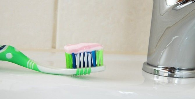 Toothpaste and Pimples: Does Putting Toothpaste on Pimples Work