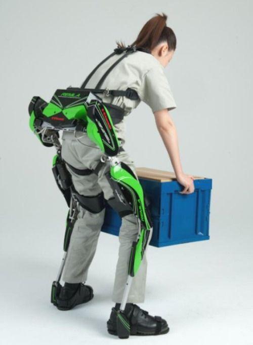 rusaman: 川重、重量物の持ち運び補助できる装着型ロボット「パワーアシストスーツ」 (via 写真ニュース:日刊工業新聞)