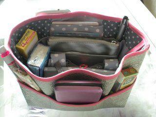 organiseur de sac  http://www.pourmesjolismomes.com/2011/02/le-tuto-de-mon-organisateur-de-sac.html