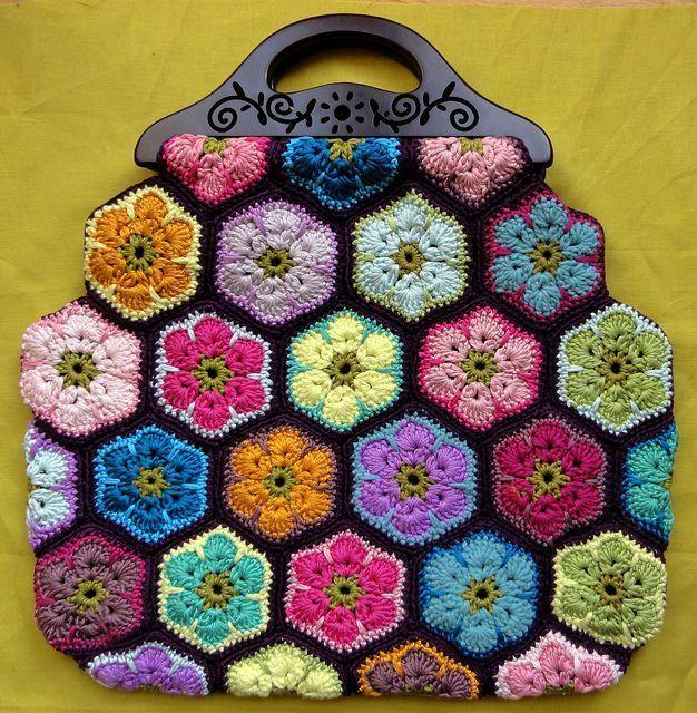 Örgü çanta modelleri hepsi birbirinden güzel sizin de örgü ve tığ işi çanta örneklerine merakınız varsa bu konu tam sizin için..