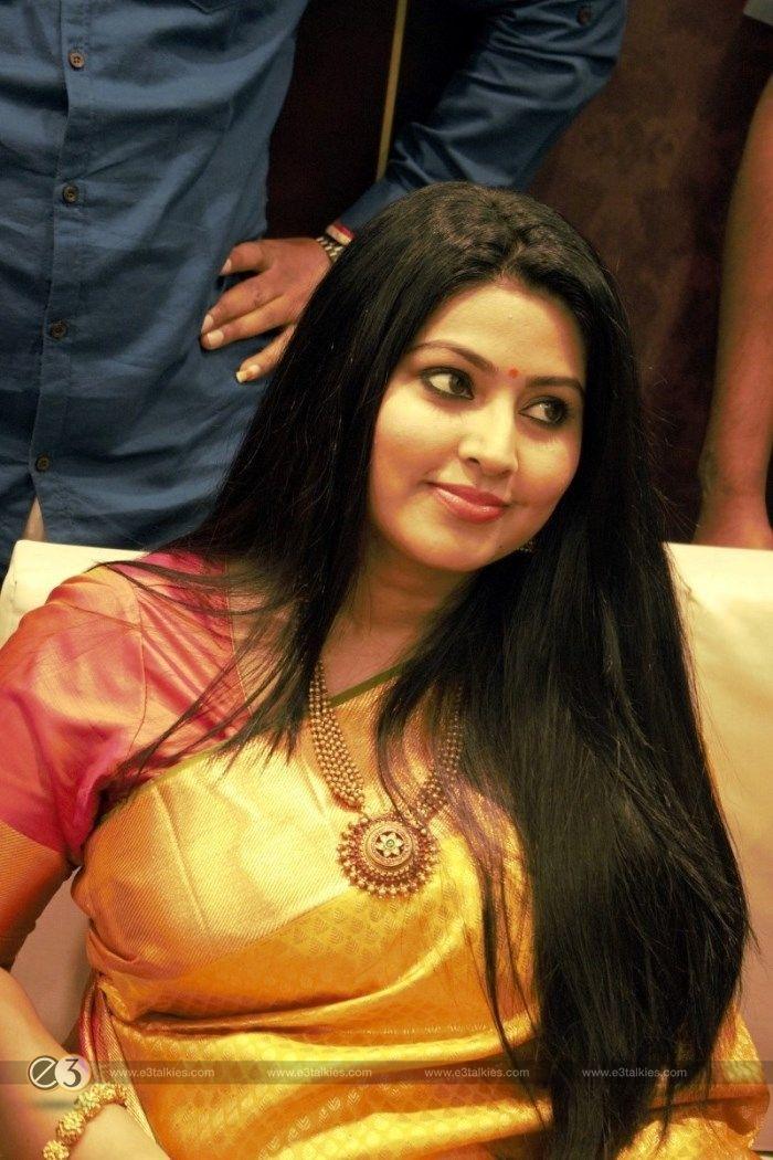 Tamil Actress Sneha Inagurated Kancheepuram VRK Silks at Coimbatore Stills