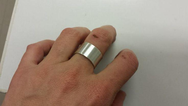 Ensimmäinen itse tekemäni hopeasormus / Keeping it simple