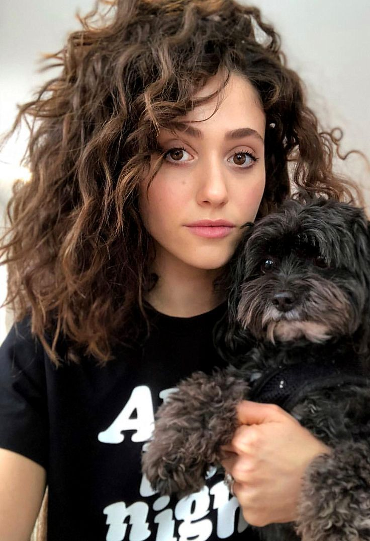 Emmy Rossum Curly Natural Hair With Volume Hair Style Emmarossum Hair Curlyha Curly Curlyha Emmarossum Emmy Ha In 2020 Curly Hair Styles Hair Styles Volume Hair