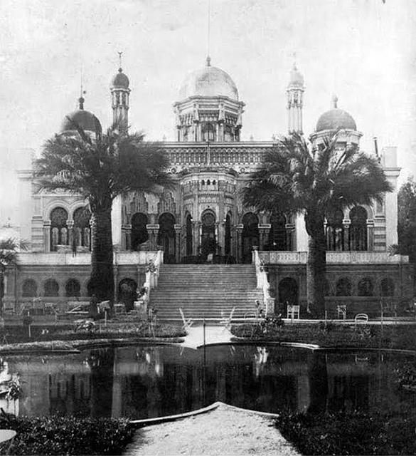 Del arquitecto Teodoro Burchard,  la fuente del Palacio Diaz Gana by santiagonostalgico, via Flickr