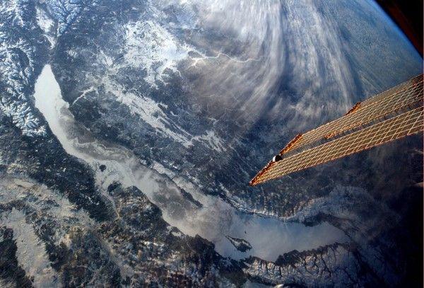 Zo zag de ruimte eruit in 2013 (© REUTERS/NASA/JPL-Caltech/SSI) - Het Baikalmeer in Rusland zoals deze gezien werd vanuit het ISS. De foto werd genomen door de Canadese astronaut Chris Hadfield.