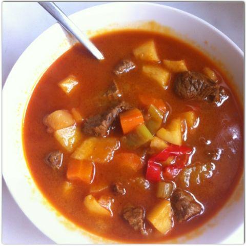 Gourmelita: Gulyas Soup