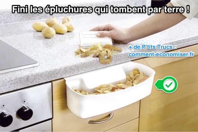 Quand on épluche les légumes, on a plein de déchets à jeter. Le souci, c'est que la poubelle n'est jamais à côté ! Heureusement, il existe un produit malin pour ne plus laisser tomber de déchets sur le sol de la cuisine.  Découvrez l'astuce ici : http://www.comment-economiser.fr/coupelle-de-collecte-pour-dechets-de-cuisine.html?utm_content=buffer55b16&utm_medium=social&utm_source=pinterest.com&utm_campaign=buffer