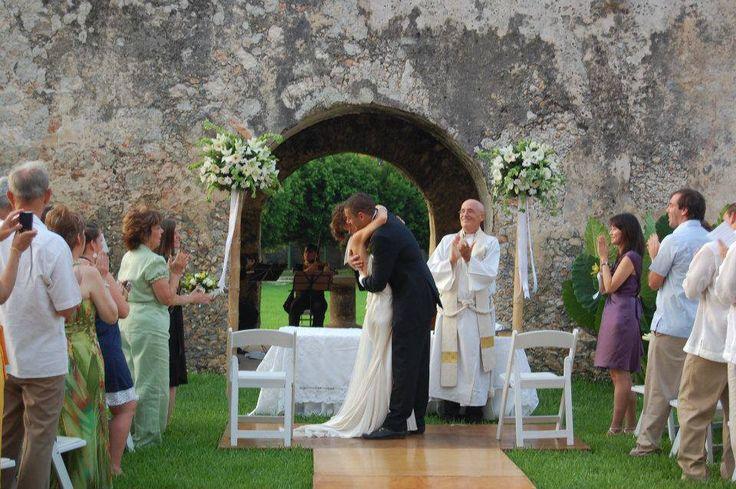Ceremonia Religiosa en Jardín del Confesionario.
