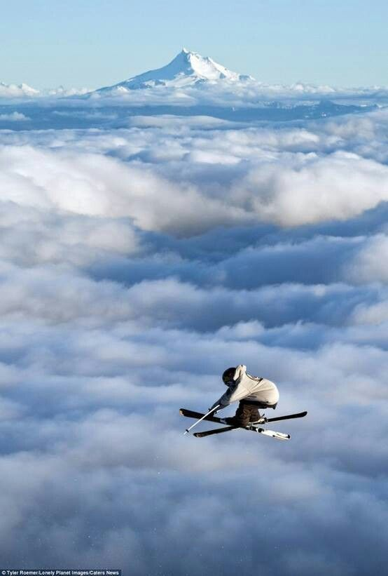 Above it all, skiing in the clouds, what a dream !