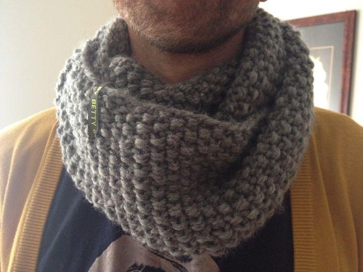 Halsrør strikket på pind 8 - her på model ;)