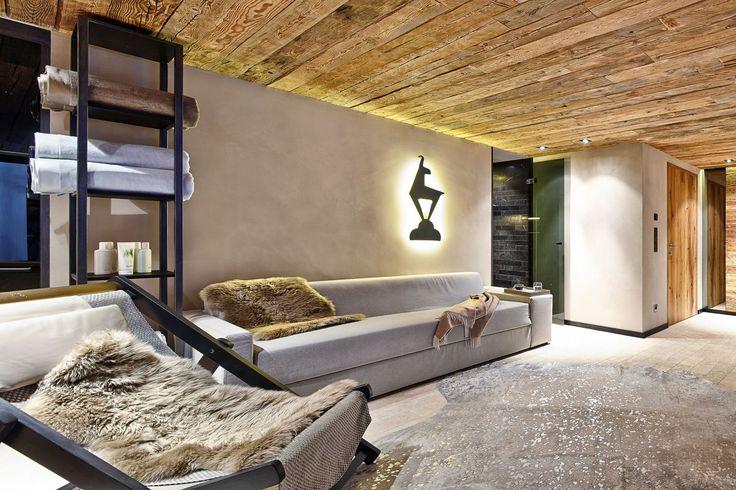 Der private #Wellnessbereich mit Sauna und Dampfbad ist das Highlight in diesem Mehrfamilienhaus im #Chalet-Stil.