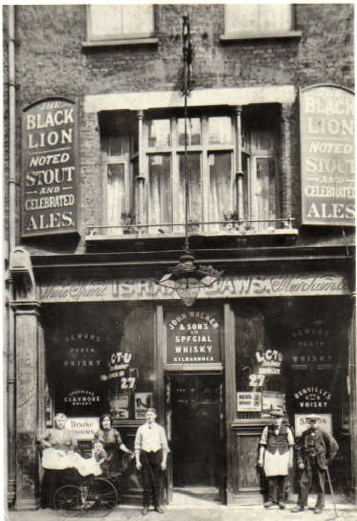 The Black Lion, 63 Hanbury Street, Spitalfields c1915 - licensee Isaac Baws…