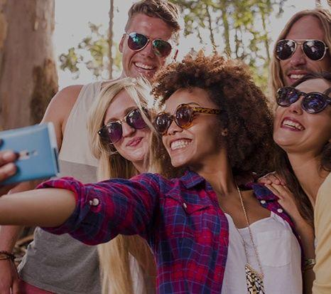 La Generación Millennials define a los nacidos entre 1.981 y 2.000, jóvenes entre 20 y 35 años que se hicieron adultos con el cambio de milenio (en plena prosperidad económica antes de la crisis). …