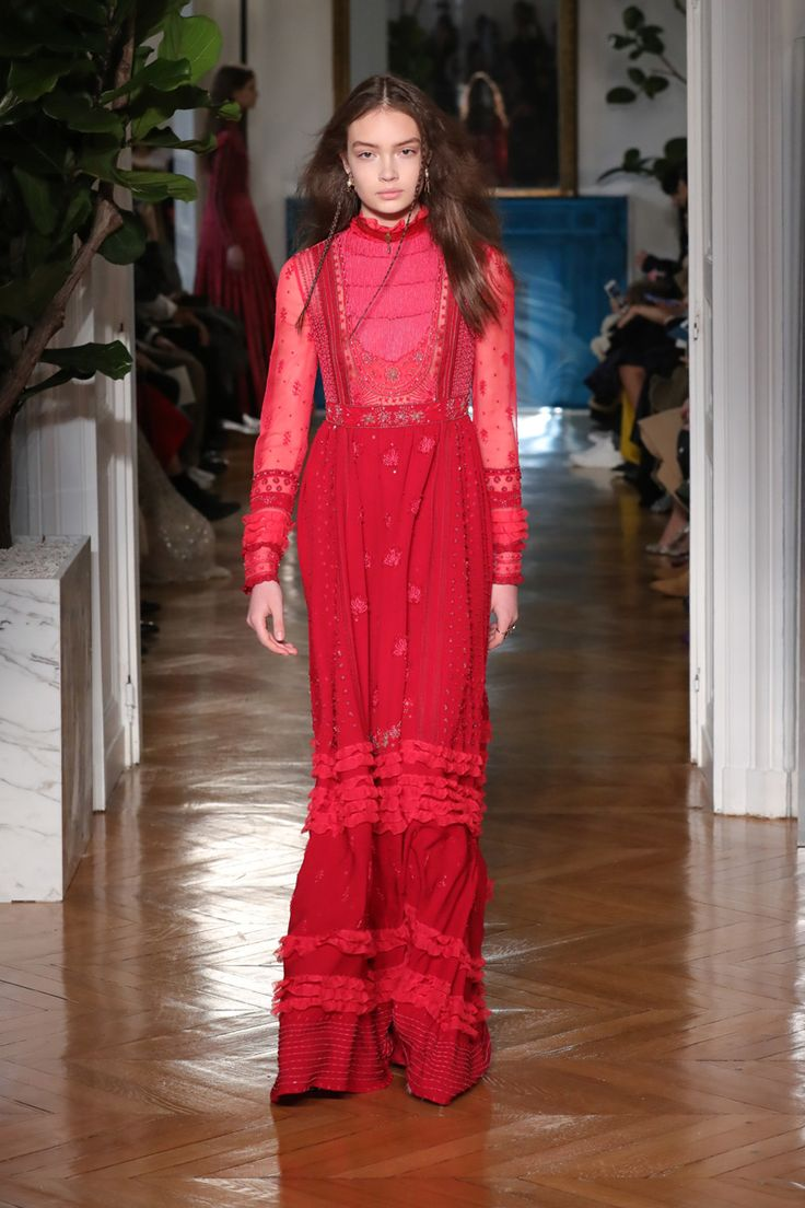 Valentino: inverno 2018 é pop e multicolorido - Vogue | Desfiles