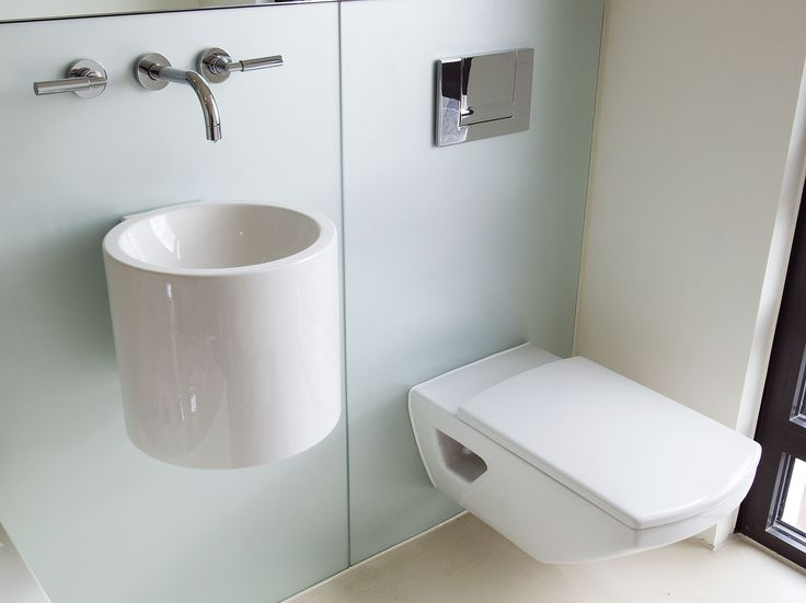 Want that extra bit of style? Then why not just leave the basin without the base cabinet for once ;)