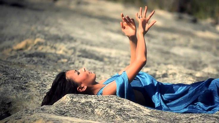 Новый видеоклип восхитительной Перукуа, называемой также Голосом Матери ...