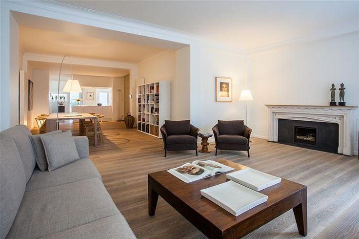 Duplex 3 slaapkamer appartement - 645000€ - Appelmansstraat 24, 2018 ANTWERPEN 2018 - Graag presenteren wij u dit ongelooflijk LUXUEUS ingericht duplex-appartement (ca. 221m²) in het centrum van Antwerpen. Op wandelafstand van openbaar vervoer, bioscoop, winkels,..   Het appartement werd volledig gerenoveerd (2016)  met zorg voor kwalitatieve materialen en is dus PERFECT INSTAPKAAR.   De ruime leefruimte van ca. 100m²  voorzien op eiken parket straalt een oase van rust en soberheid uit. Aan…