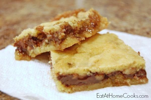 Gooey Turtle Bars | A layer of caramel.  A layer of chocolate.  A layer of pecans.  How can you go wrong with that?