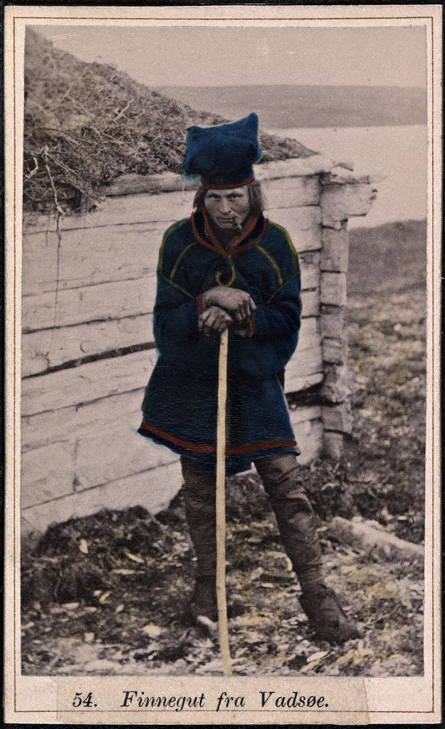 Sami man from Vadsø (Finnmark), Norway. CDV (Carte de visite), c.1860-1870. Beskrivelse / Description: Drakt fra Vadsø (Finnmark). Fotograf / Photographer: Marcus Selmer (1819-1900) Digital kopi av original / Digital copy of original: s/h papirkopi, kolorert, visittkort Eier / Owner Institution: Nasjonalbiblioteket / National Library of Norway