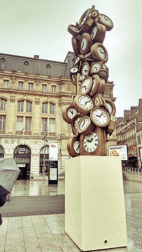 Tiempo, En estación de tren