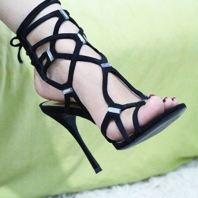 Cage style high heel sandals. Tacchi Close-Up #Heels #Tacones #Shoes