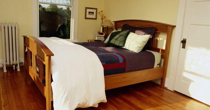 Dónde colocar la cama en una habitación principal. En el diseño de un dormitorio principal, los colores que elijas para el espacio tienen el impacto más significativo en el aspecto general de la habitación. Sin embargo, la forma que elijas para organizar tus muebles también afecta el estilo y el ambiente del espacio. La colocación de la cama es especialmente importante, ya que quieres sentirte ...