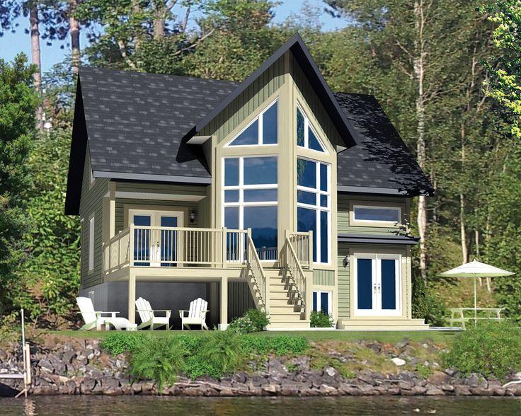 Ce chalet de style Cape Cod est idéal pour les familles qui aiment le plein air. Il mesure 34 pieds de largeur sur 32 pieds de profondeur et occupe une surface habitable de 1 461 pieds carrés.
