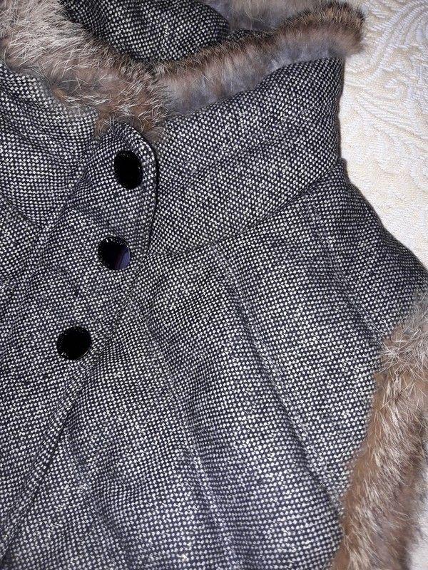 Doudoune en tissu avec fils dorés et fourrure en bordure