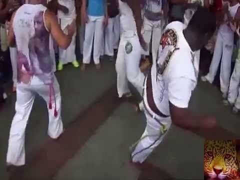 Apresentação do grupo Internacional de Capoeira na Praça da Piedadeem salvador Bahia No dia da Independencia do Brasil 2015