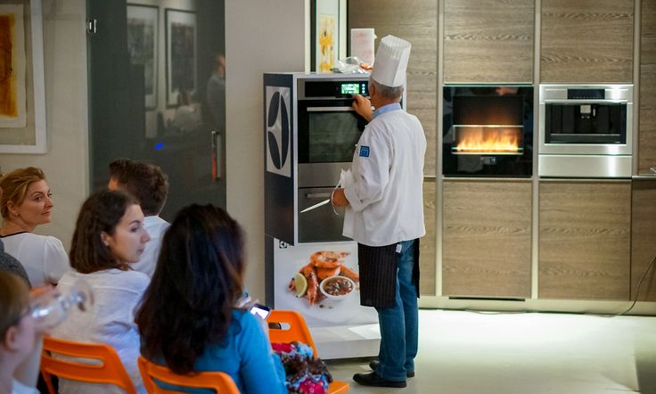 Thank you for coming and sharing this special time with us at the Good Mood Studio last week. As you can see Chili Fire heated up the atmosphere.   #fireplace #chilifie #electrolux #kitchen  Photo courtesy Kamila Markiewicz-Lubańska | atelier-fotograficzne.com