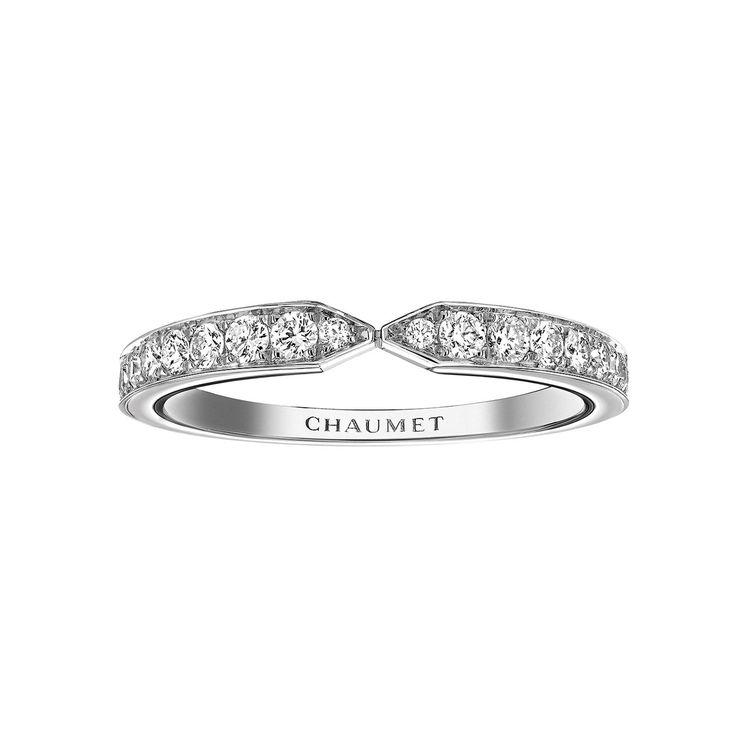 Chaumet Joséphine Eclat Floral wedding band in platinum set with brilliant-cut diamonds (€3,610). #Chaumet #bridal #weddingband #diamonds #luxury #jewelry #wedding