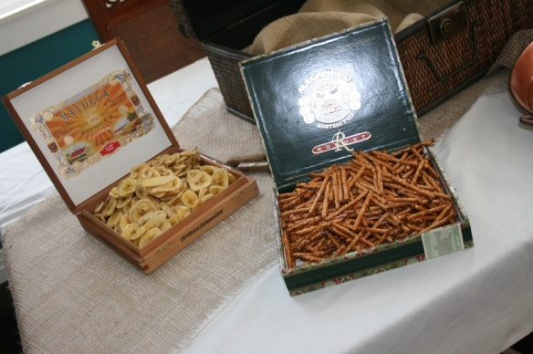 Party snacks served in cigar boxes. Splendid idea!