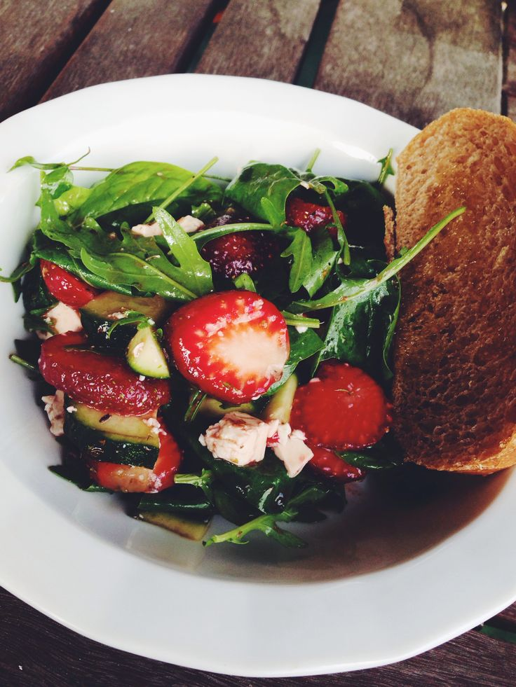 Salads with strawberries and rucola !