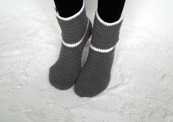 Jetzt die kostenlose Anleitung runterladen, loshäkeln + den ganzen Winter über warme Füße haben. Schnapp Dir die Anleitung, das macht richtig Spaß.