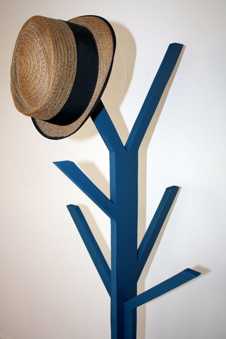 perchero azul armable (3 piezas)