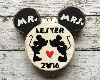Primera Navidad ornamento casado Recién por CelebrateOrnaments