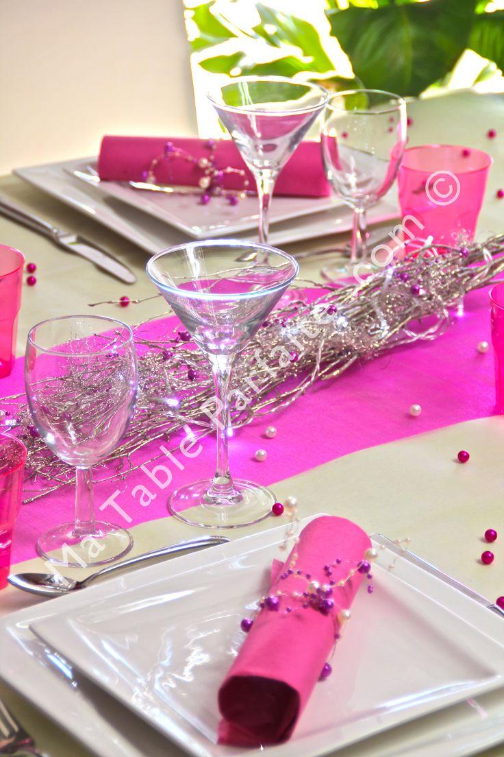 D coration de table pr te poser fuchsia et champagne avec nappe non tiss e chemin de table - Chemin de table fushia ...