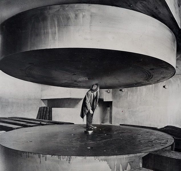 Atom smasher at University of Chicago, 1948. http://daviddelca.tumblr.com/post/68081885279/atom-smasher-at-university-of-chicago-1948