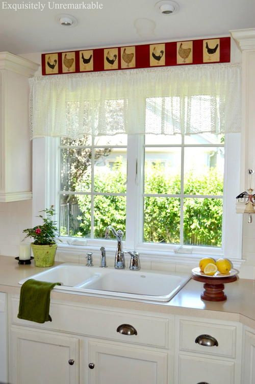 Easy Lace Valance   Want a quick kitchen update? Then you'll love this DIY valance!
