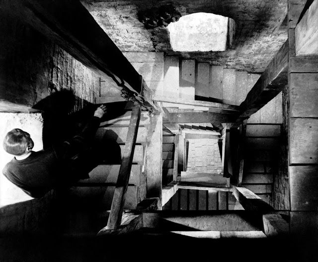 Eva Besnyö - Stair well