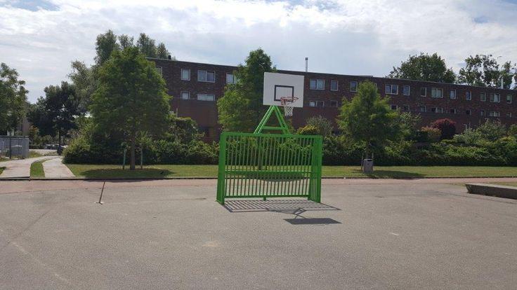 Onze VB200 basketbal- voetbaldoel combinatie in een frisse groen ral kleur.