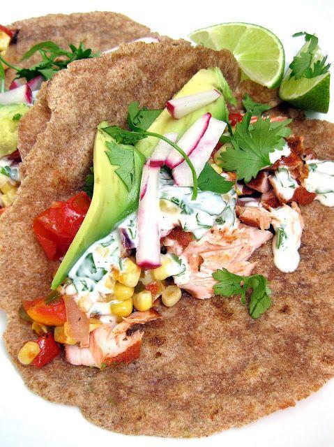 De wraps met zalm, roomkaas en avocado zijn makkelijk te bereiden en daardoor perfect voor een gevarieerde lunch. Het recept is geschikt voor 4 personen.