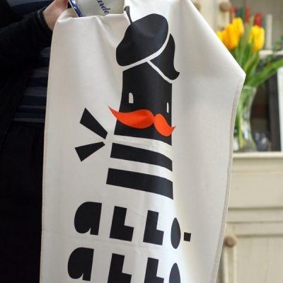 Allo-Allo chez ToDryFor.com - Torchons chics et graphiques pour la vaisselle  Design © Darling Clementine pour ToDryFor.com