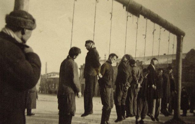 Ukraine, Ten hostages hanged by the Germans