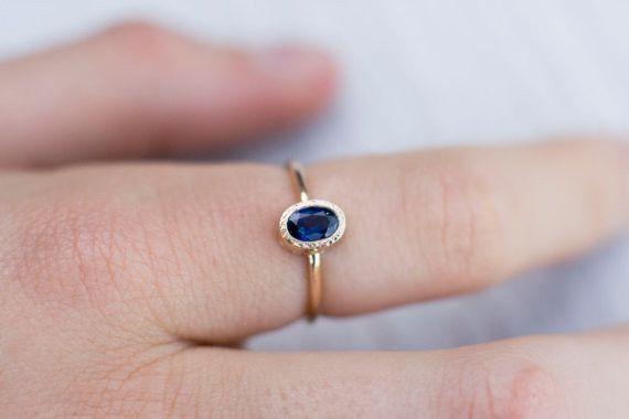 Goldringe -  Blauer Saphir Verlobungsring in 14k Gelbgold - ein Designerstück von arpelc bei DaWanda