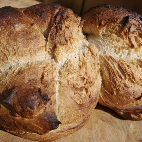 Es geht weiter auf unserer Reise durch die Schweizer Brotlandschaft. Vom Kanton Wallis gehen wir einmal querfeldein in den Nord-Osten der Schweiz. Der Kanton St. Gallen hat gleich zwei tolle Brotsorten zu liefern: das St. Gallerbrot und die röschen St... #kantonsbrot #ruchbrot #ruchmehl