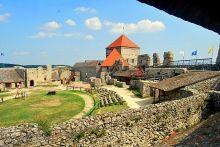 23 km ten noorden van het Balatonmeer ligt de burcht van Sümeg. Het is de best bewaard gebleven burcht van Hongarije, en volgens veel mensen ook de mooiste.  Vanaf de burcht heeft u een prachtig uitzicht over het omliggende landschap.  Lees meer op: http://www.hungariahuizen.nl/sumeg/